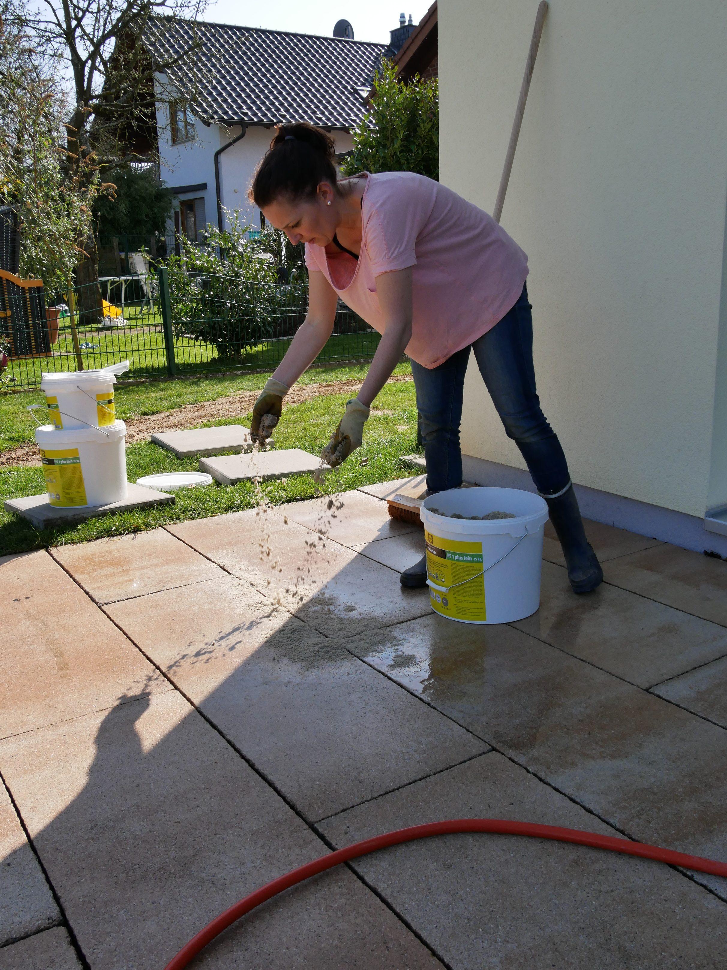 terrassenplatten verfugen leicht gemacht | | fraumachtschlau
